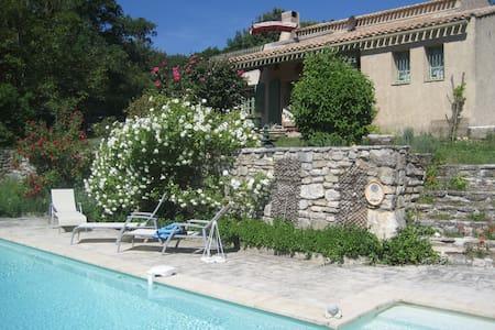 1 chambre avec terrasse & piscine V - Apto.