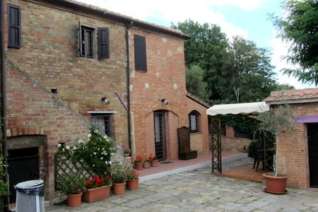 Farmstead in Montepulciano - Montepulciano - House