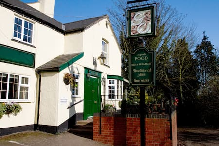 Three Horseshoes country pub Room 4 - not en-suite - Bed & Breakfast