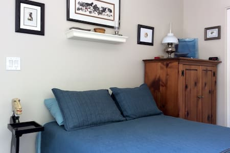 Welcoming and comfortable with private balcony - Beaverton - Appartement
