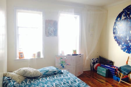 Amazing room by the ocean.  - Queens - Apartment