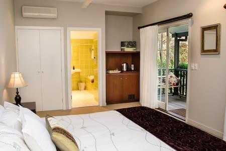 Eaglemount Lodge Terrace Room - Eagle Heights - Bed & Breakfast