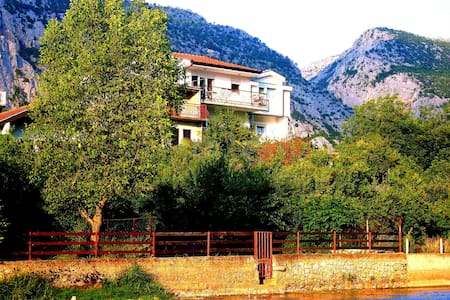Charming Villa Basic Rooms - Blagaj