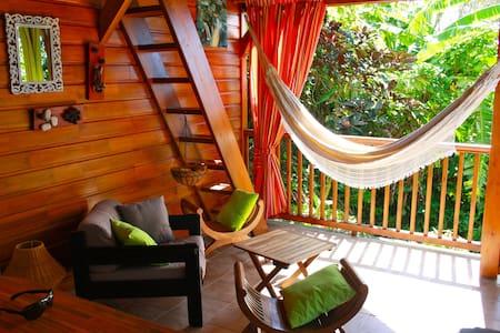 charmant bungalow en bois + JACUZZI - House