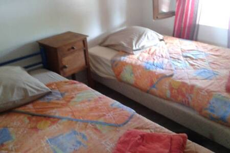 chambre n 1 avec   2 lits sdd etwc - Saint-Aquilin-de-Pacy