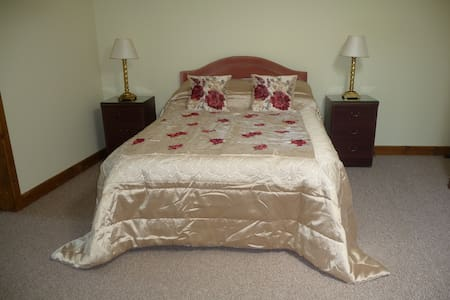 Ivy Hall Bed and Breakfast - Wootton Bridge