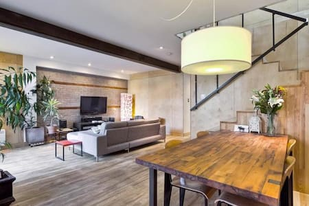 Queen bed with Private Bathroom and Breakfast! - Montréal - House