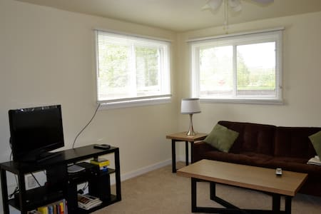 Cozy 2BD Apt in Central Bismarck - Casa