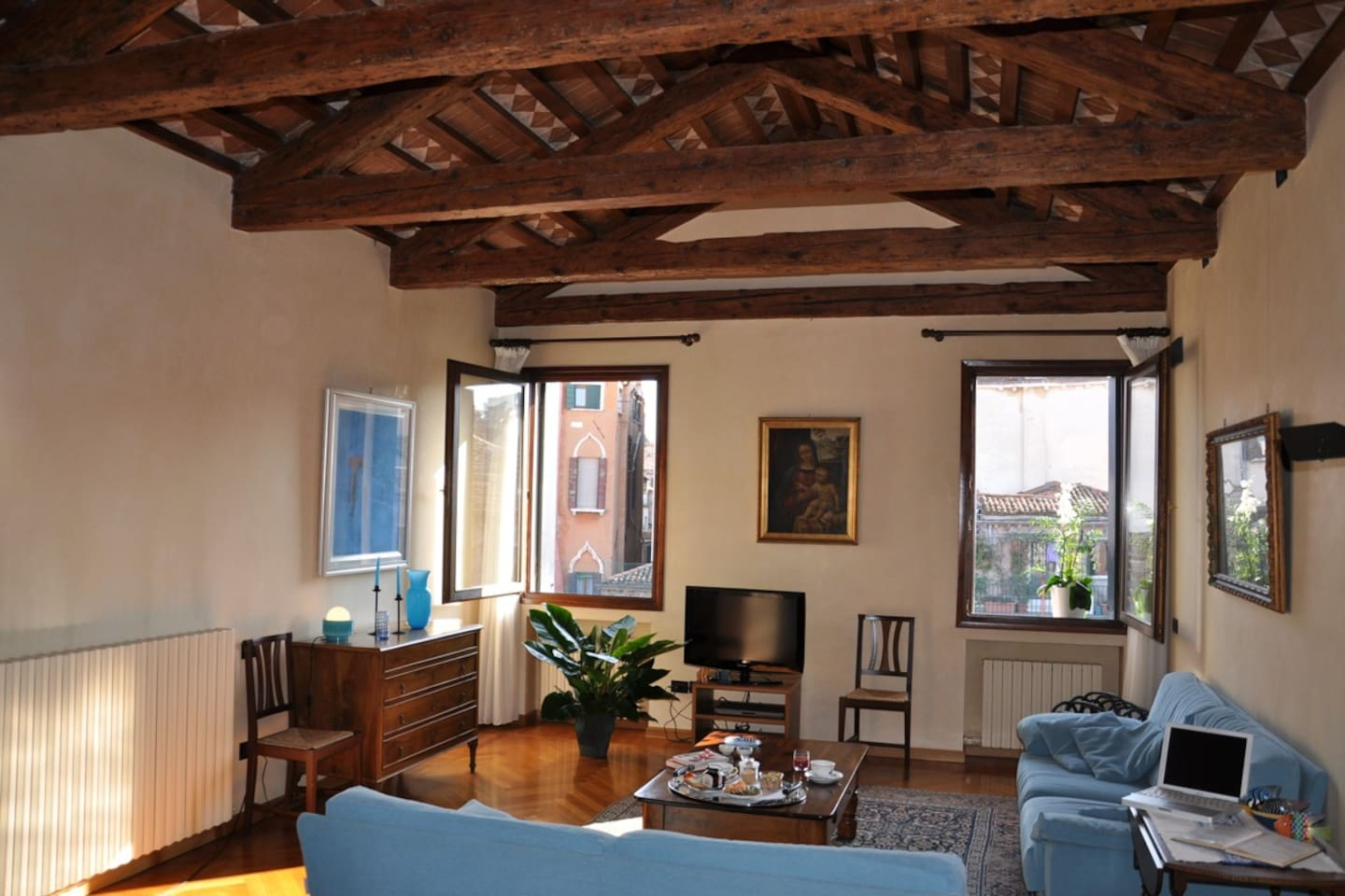 from sitting room enjoy lightful and a peaceful view of Venetian Palaces