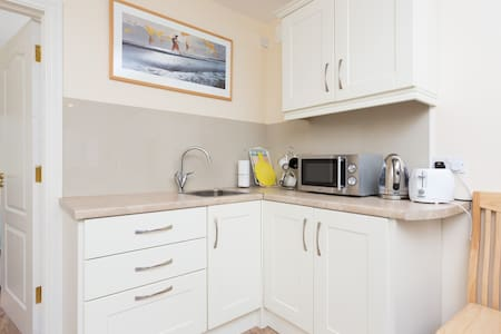 GALWAY CITY: COSY, BRIGHT APARTMENT, WITH PARKING! - Apartment