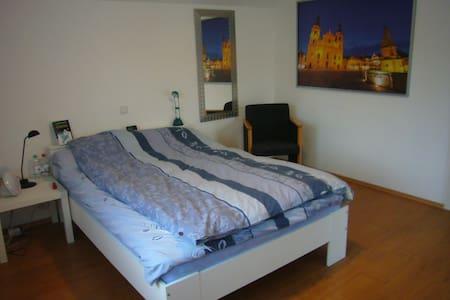 Helle 3,5 Zimmer Wohnung in Asperg - Huoneisto