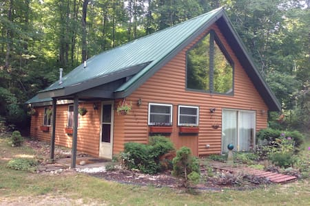 Comfy Cabin near Crystal Mountain & Interlochen - Beulah