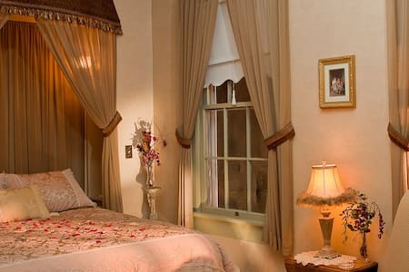 Romantic Renaissance  - Bed & Breakfast