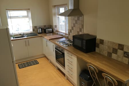 Modern 2 bed close to beach & shops - Bournemouth - Apartamento