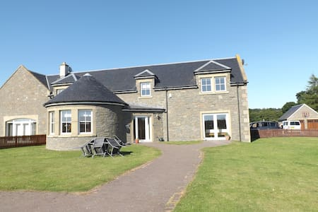Luxuriously appointed holiday home - Stanley