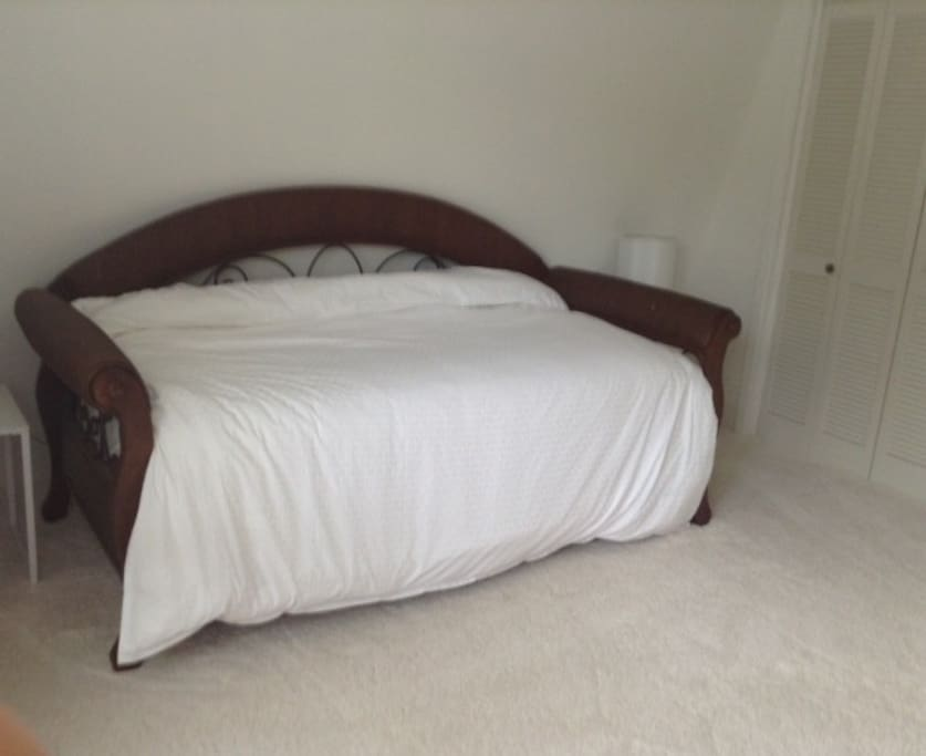 Upstairs bedroom, twin with pull out twin trundle