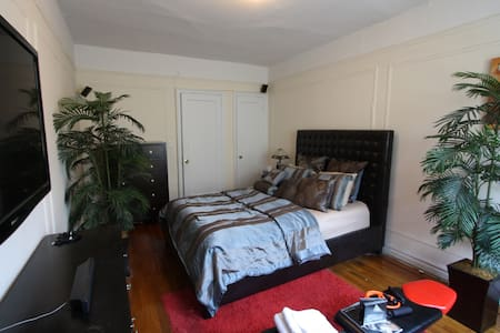 Beautiful Spacious Private Room Mins From The City - Bronx - Apartment