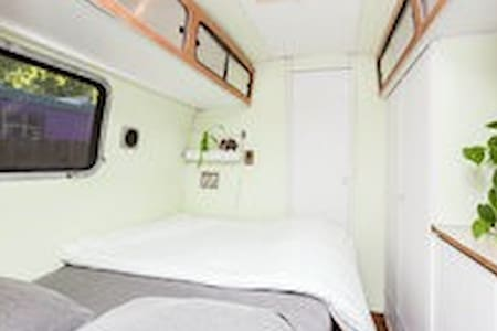 Sleeps up to 4 - Sassy LandYacht - Austin - Camper/RV