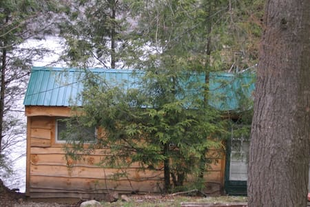 Moose Lodge at Lake Desolation - Cabane