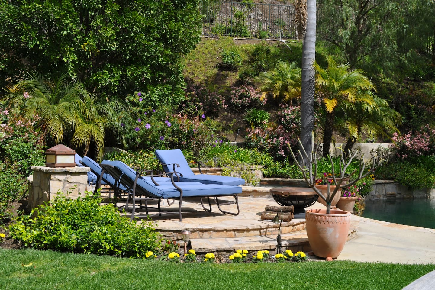 Resort like setting, private jacuzzi, pool -Great place to enjoy the California sunshine