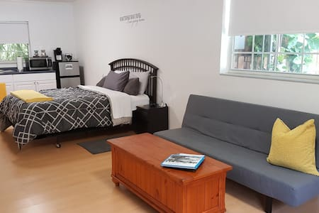 Private & Spacious Studio North Miami Beach - Miami - Huis