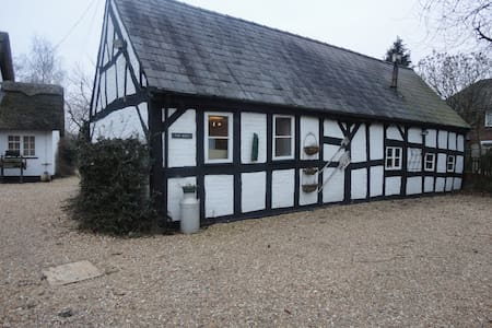 17c  Grade  2 listed barn .  - Other