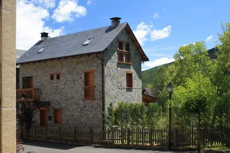 INDEPENDENT HOUSE IN THE PYRENEES - Hus