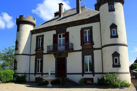 Chateau De Giats - Linna