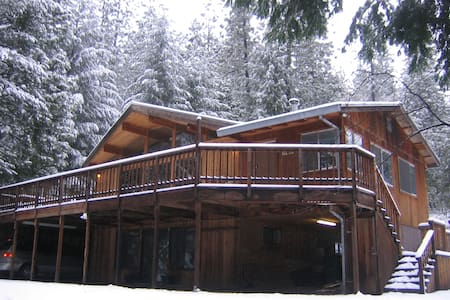 Luxury Cedar Cabin on 5 Acres! - Pollock Pines