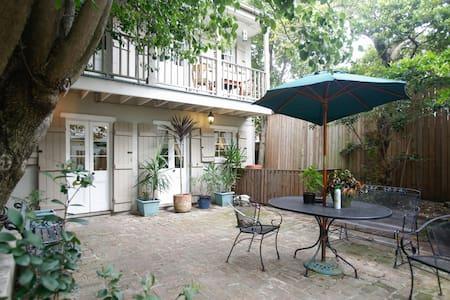 Hidden quiet 2 story gem by Bourbon - New Orleans - Haus