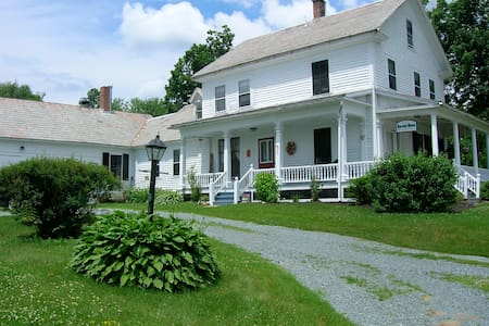 Harvest Moon, An Organic Getaway - Bed & Breakfast