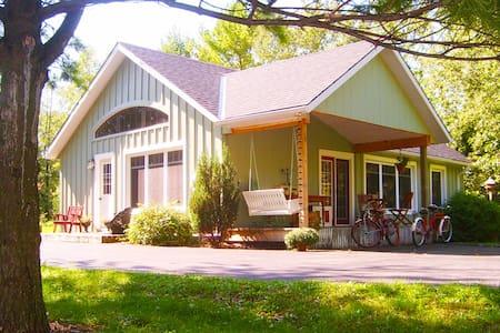 2 bedroom Pine Grove Cottage in Port Albert, ON - Port Albert - Kabin