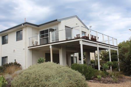 Shoreshack - 4BD 2-storey beachouse - House