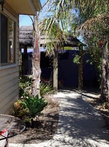Bali H'ai Cabin - Thornbury - Cabaña