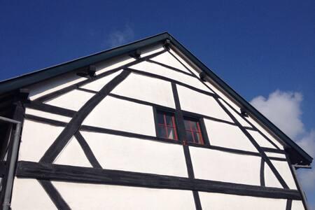 Romantic authentic country house - Ház