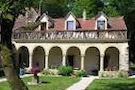 La chapelle du domaine a Saint loup geanges - Bed & Breakfast