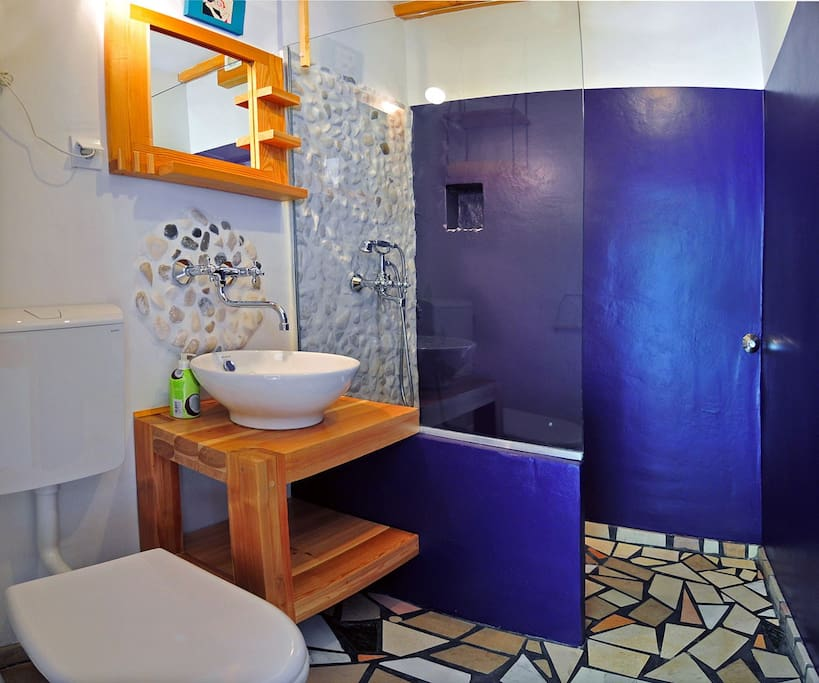 bathroom decorated with stones from a nearby beach