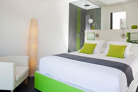 une chambre OBSERVATOIRE avec vue - Bed & Breakfast