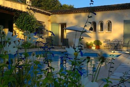 Chambre d'hôtes  Villa Compostelle - Roquefort-les-Pins - Villa
