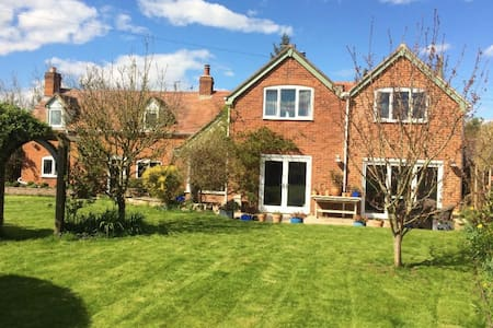 B&B Country Cottage near to Cheltenham Racecourse - Kinsham - Bed & Breakfast