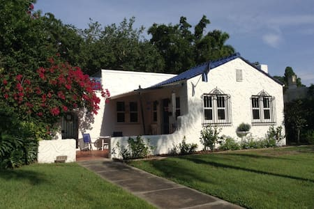 Cozy home near beach. - Bradenton - Maison