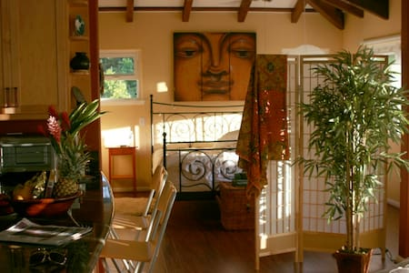 Serene Spacious 900sf Exquisite Beachside Retreat - Waimanalo