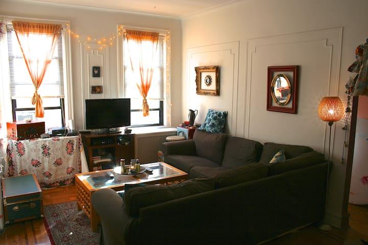 29th st astoria ny 11102 united states room rental for Aki kitchen cabinets astoria ny