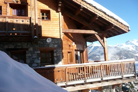Authentic chalet near the ski slope in Courchevel - Almhütte