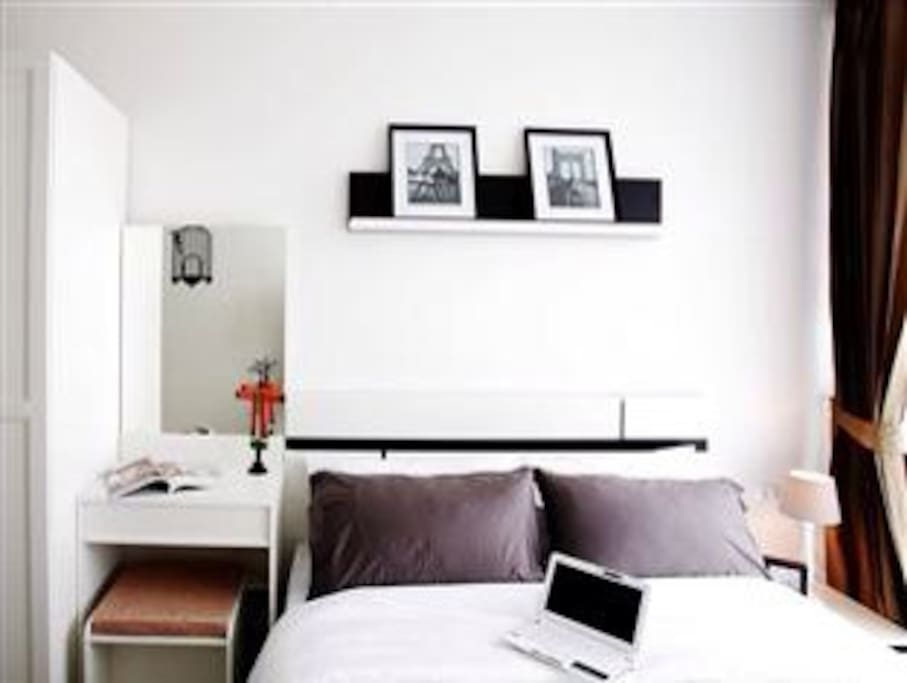 relax and comfort with nice white decorating bedroom
