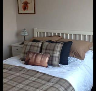 EDINBURGH...25 minutes - Bed & Breakfast