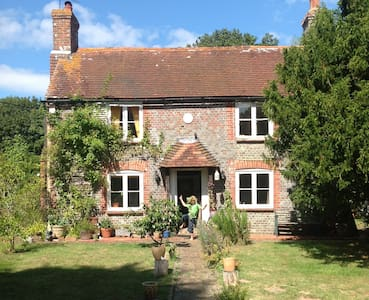 Idyllic country cottage East Sussex - Casa
