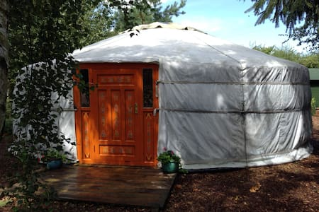Mongolian Yurt at Haddon Acre - Tenda