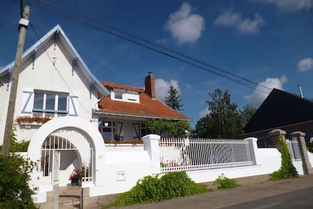 Appartement de deux pièces en bord de Loire - House