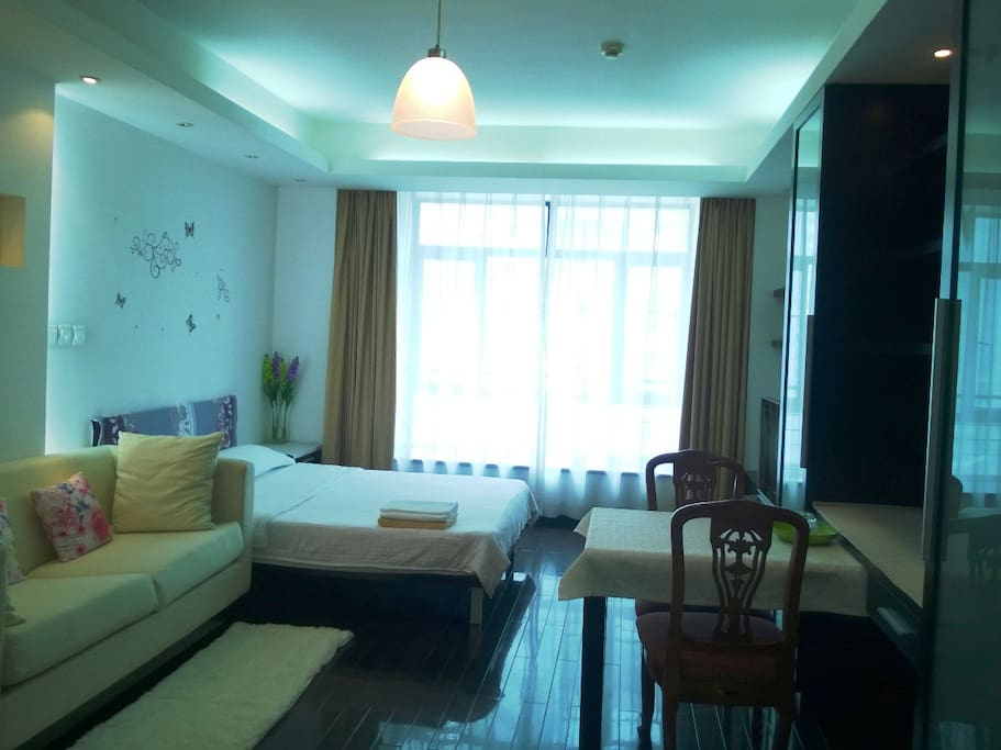 Metro Exit! Lovely Comfy 1BR Apt